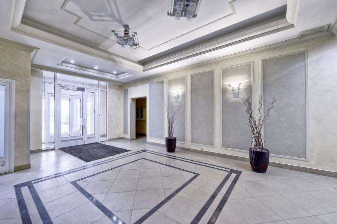235199-676x450-apartment-lobby-white-decor